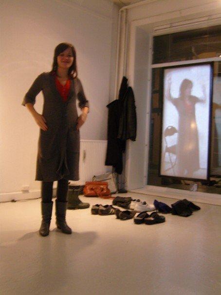 Tonje demonstrating the mirror